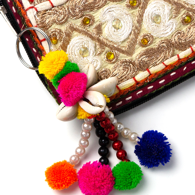 ぽんぽん キーホルダー 【キーリング  バッグチャーム ファッション 小物 エスニック 雑貨 モフモフ かわいい 手作り インド アジアン 雑貨】